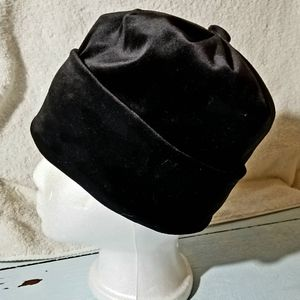 Accessories - Black velvet and satiny beanie hat with button